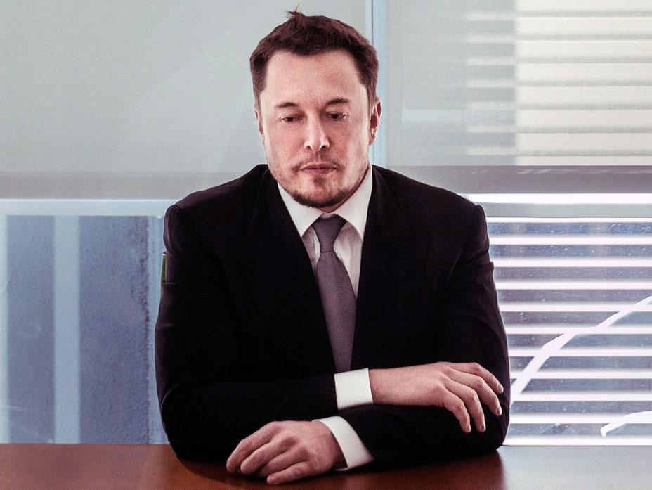 Cổ phiếu Tesla cắm đầu, Elon Musk mất ngôi á vương trên bảng xếp hạng tỷ phú - Ảnh 1.