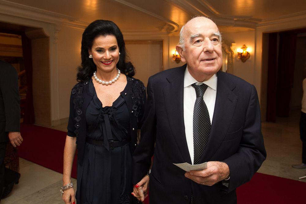 Người phụ nữ kết hôn năm 17 tuổi nay được thừa kế đế chế ngân hàng 90 tỷ USD - Ảnh 1.