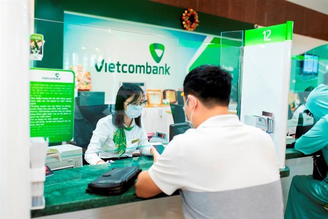 S&P nâng đánh giá triển vọng tín nhiệm của Vietcombank từ ổn định lên tích cực - Ảnh 1.