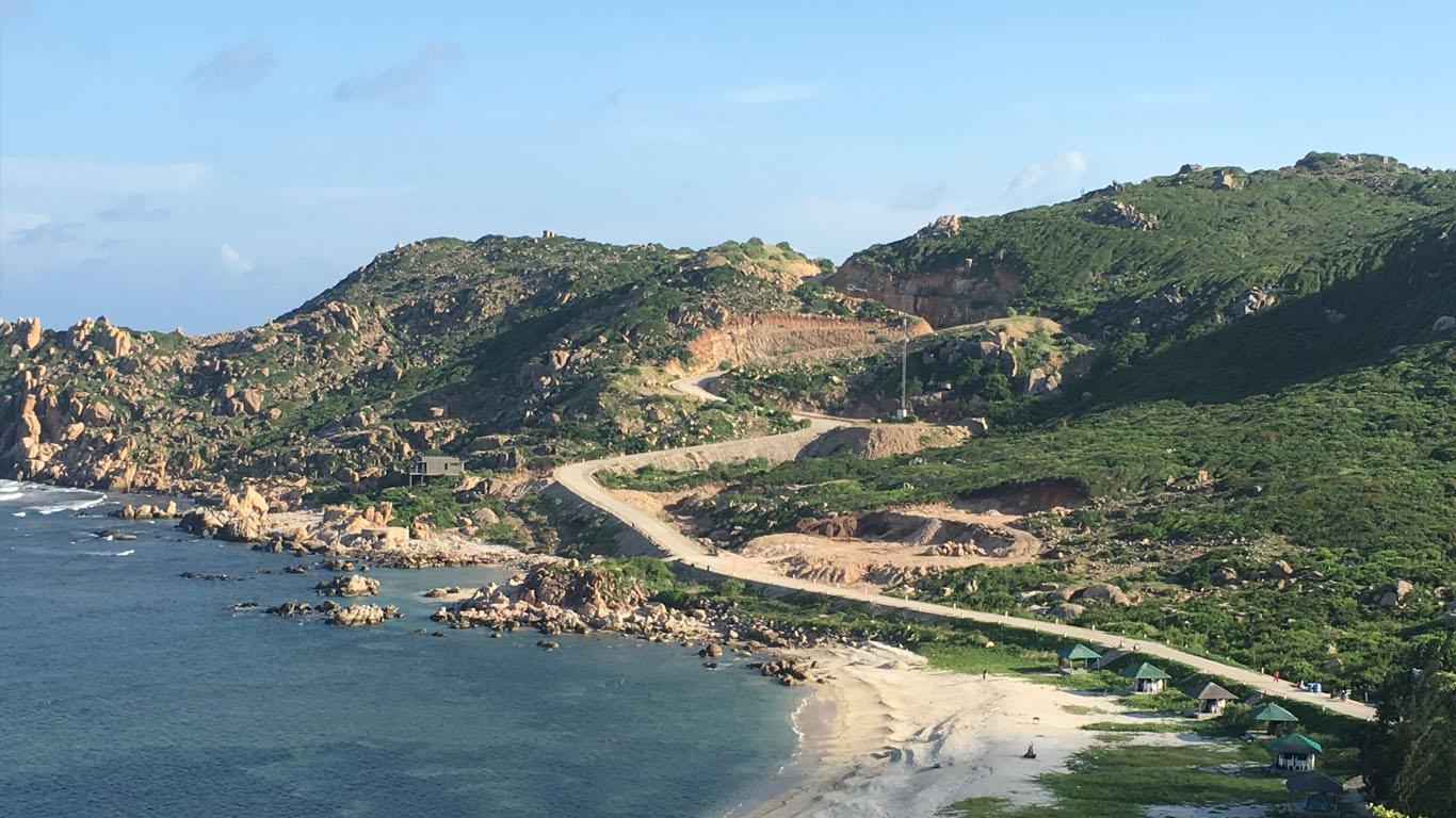 Khánh Hòa: Sẽ cưỡng chế thu hồi 15 ha đất và mặt nước biển tại dự án du lịch trên đảo Bình Ba - Ảnh 1.