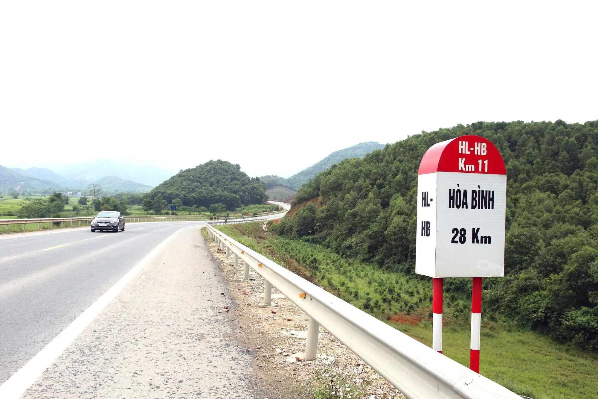Mở rộng cao tốc Hòa Lạc - Hòa Bình đi kèm đường sắt đô thị - Ảnh 1.