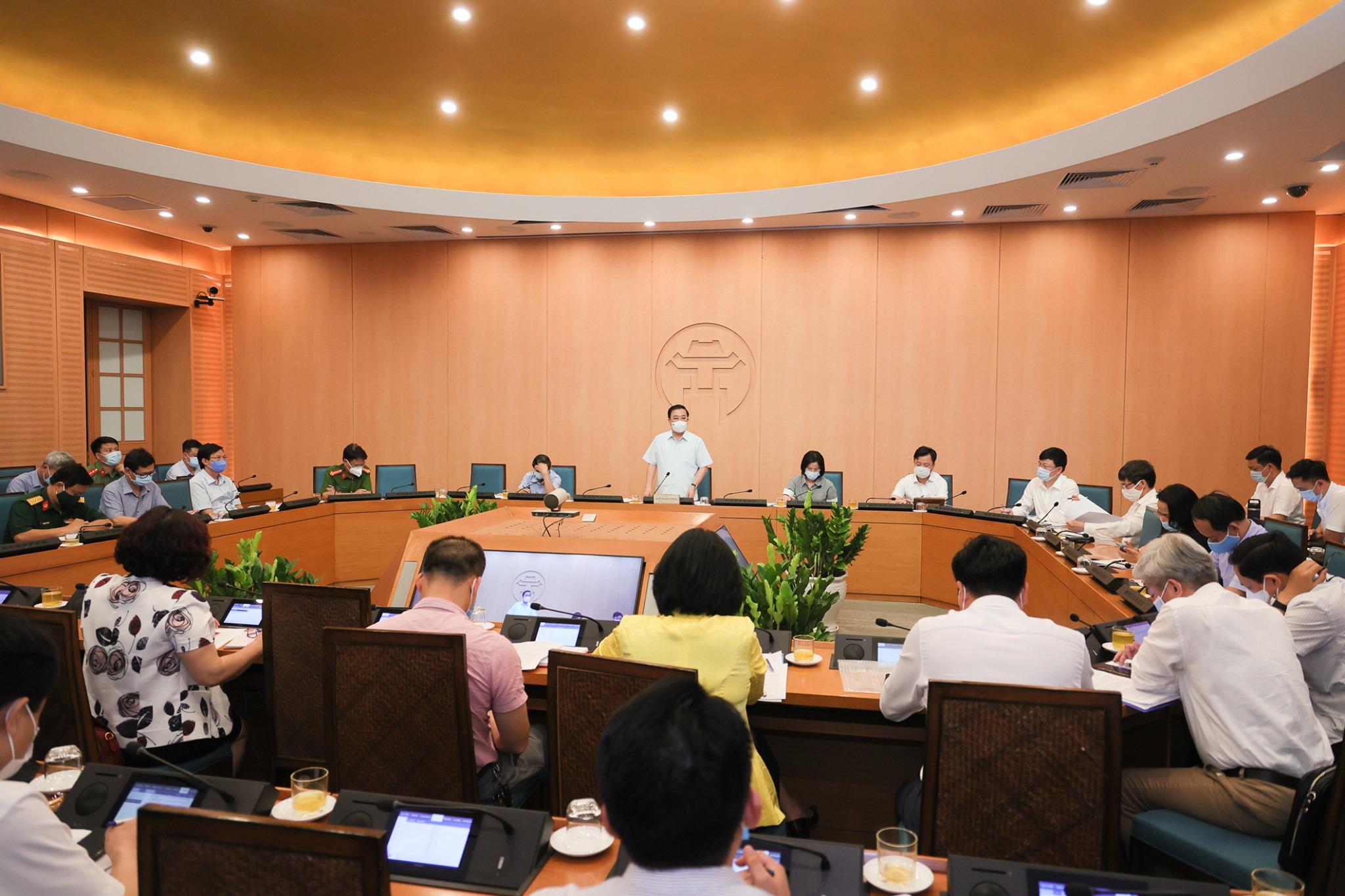Hà Nội: Bác sĩ dương tính COVID-19 đi hát karaoke ở chùa Láng, F1 rải rác ở 5 quận huyện - Ảnh 1.