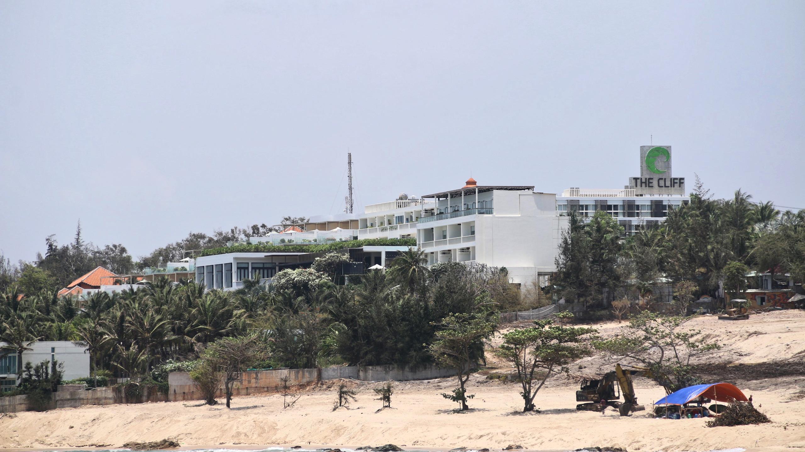 Hàng quán dọc biển Mũi Né đồng loạt 'cửa đóng then cài' - Ảnh 2.