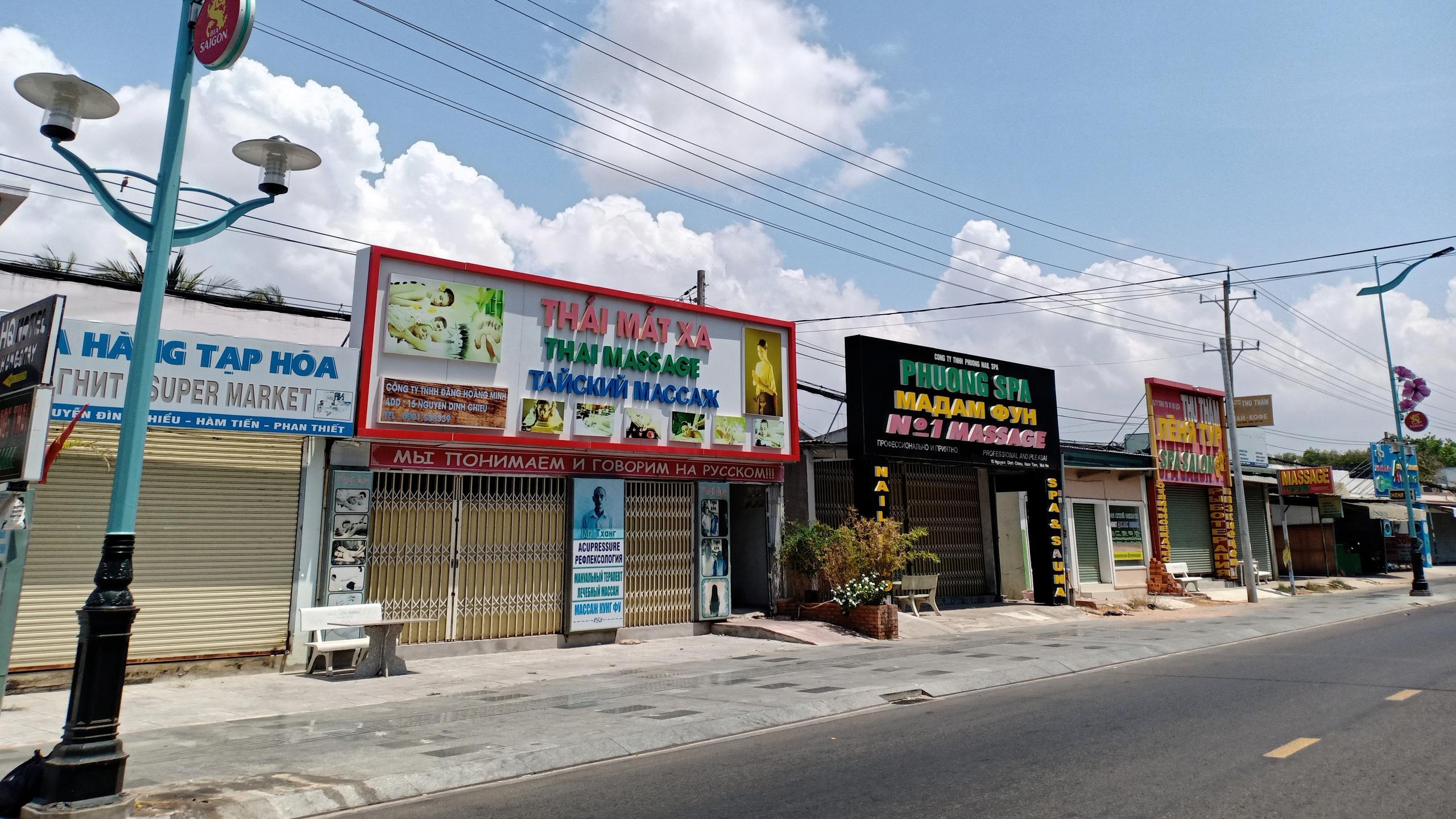 Hàng quán dọc biển Mũi Né đồng loạt 'cửa đóng then cài' - Ảnh 5.