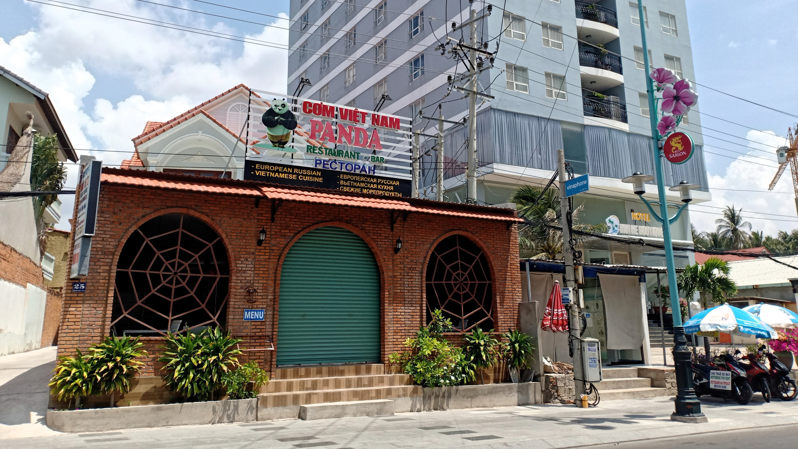 Hàng quán dọc biển Mũi Né đồng loạt 'cửa đóng then cài' - Ảnh 12.