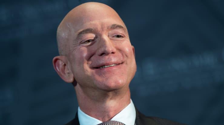 Jeff Bezos 'xả' gần 2 tỷ USD cổ phiếu Amazon - Ảnh 1.