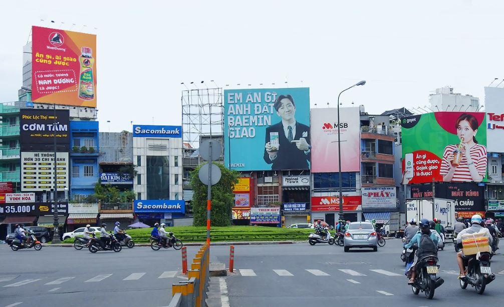 VinID, Mytour 'nổ' cuộc chiến quảng cáo giữa lòng Hà Nội - Ảnh 3.