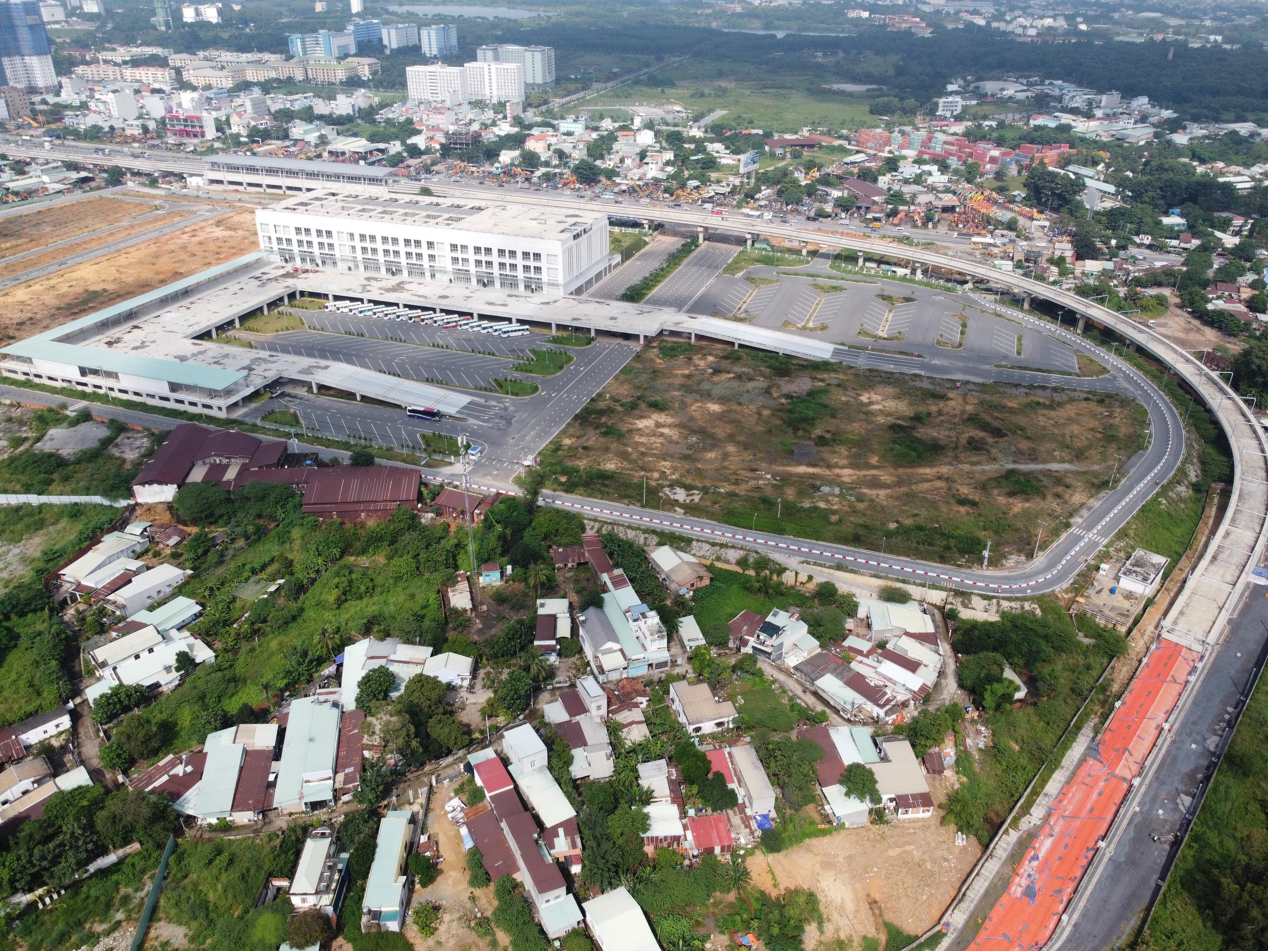 Cận cảnh tuyến đường sắt metro Bến Thành - Suối Tiên trước ngày đón đoàn tàu số 2 và 3 - Ảnh 11.