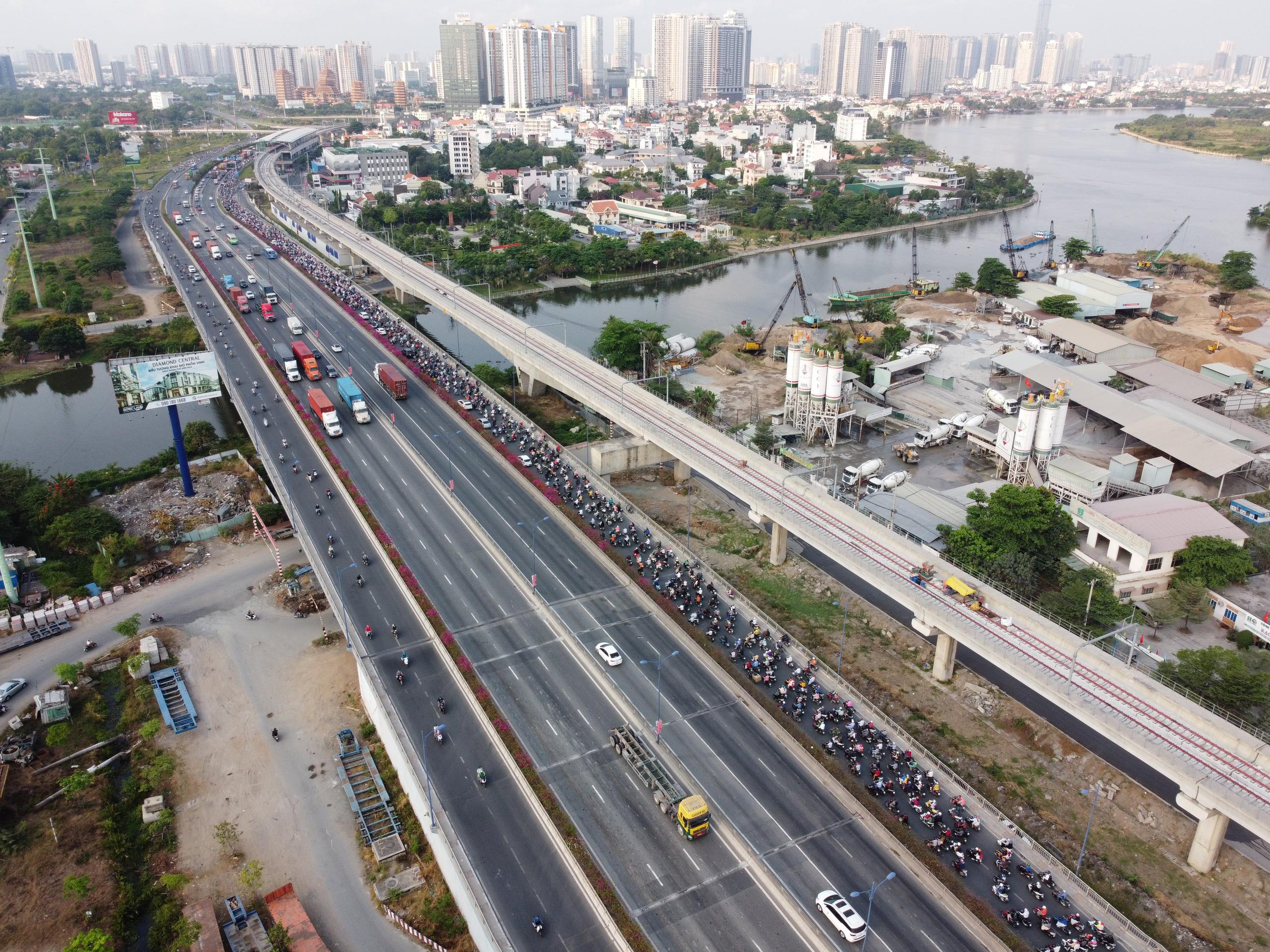 Cận cảnh tuyến đường sắt metro Bến Thành - Suối Tiên trước ngày đón đoàn tàu số 2 và 3 - Ảnh 7.