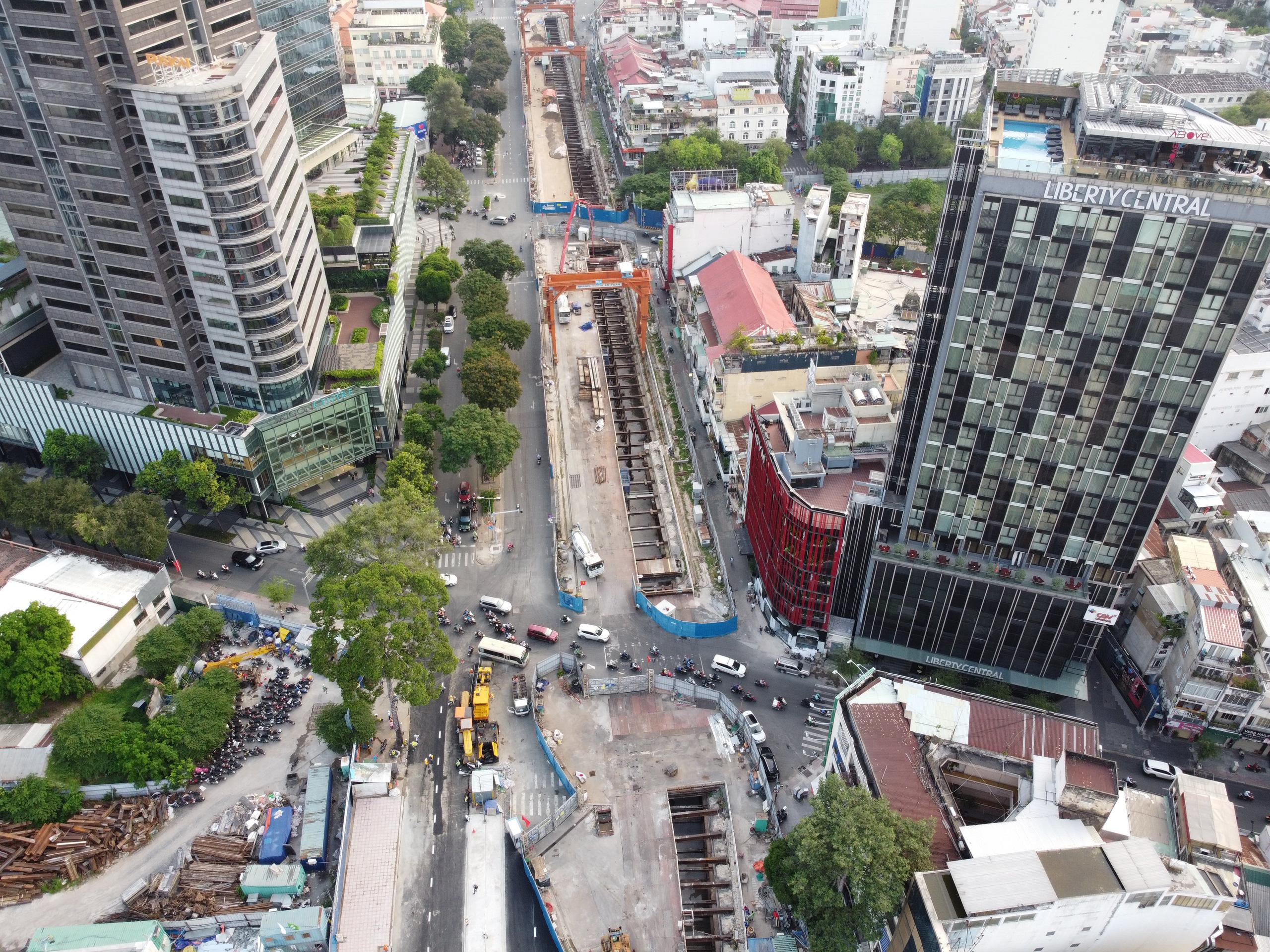 Cận cảnh tuyến đường sắt metro Bến Thành - Suối Tiên trước ngày đón đoàn tàu số 2 và 3 - Ảnh 1.