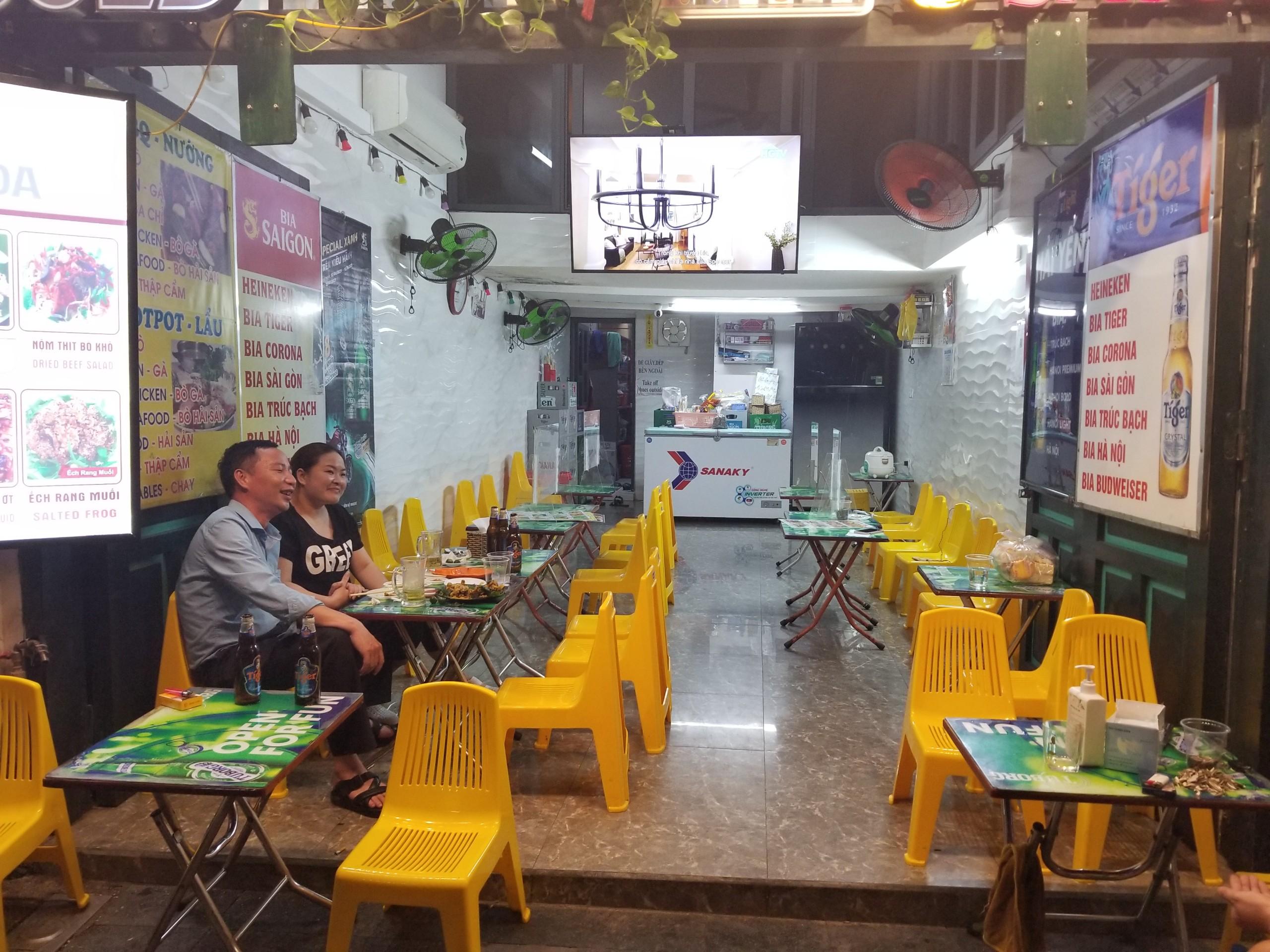 Phố cổ Tạ Hiện buồn hiu ngày dịch, hộ kinh doanh chán nản vì ế khách - Ảnh 4.