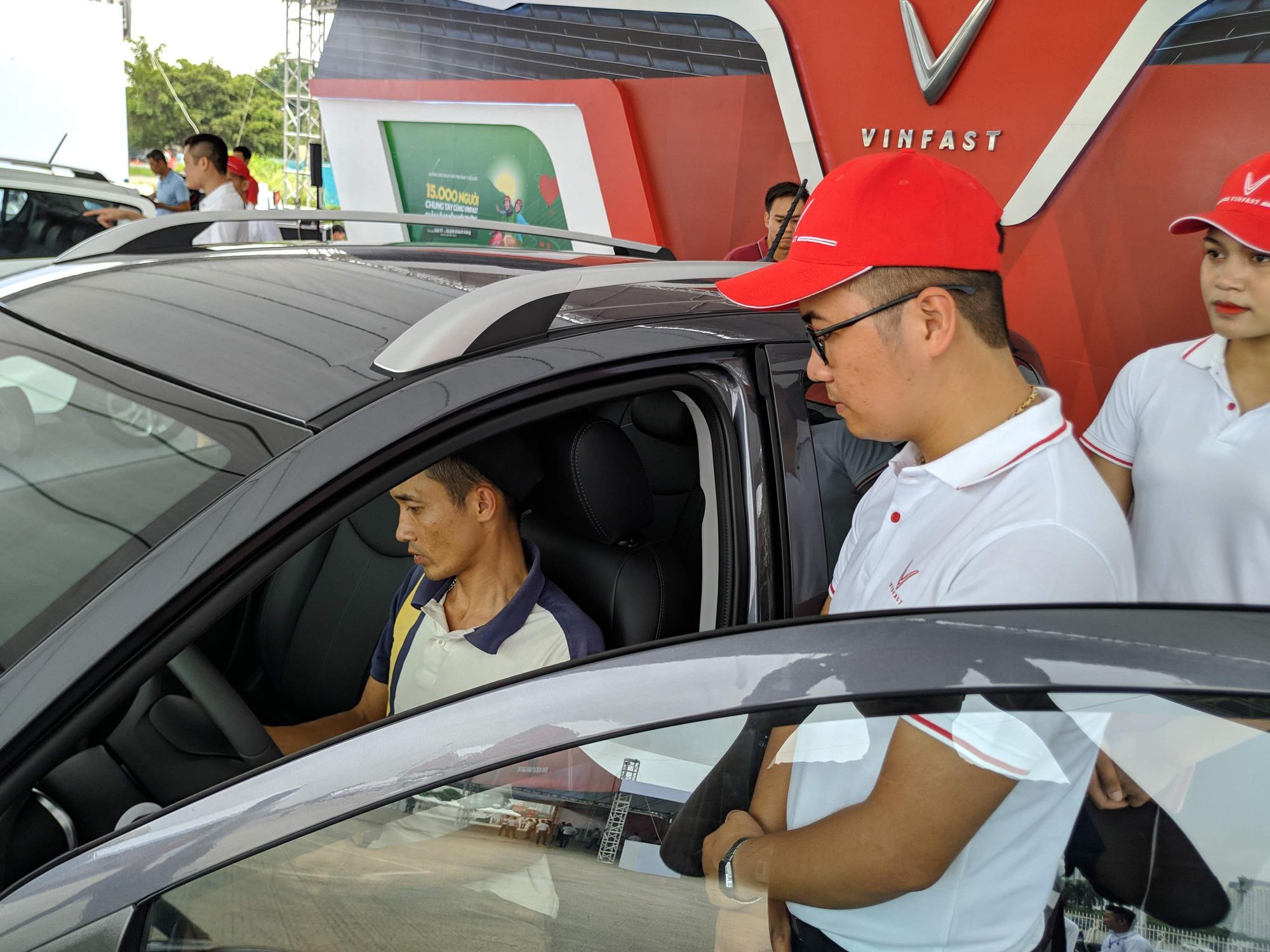 Người Việt dốc tiền mua ô tô thu thuế tăng đột biến 4.000 tỷ đồng - Ảnh 1.