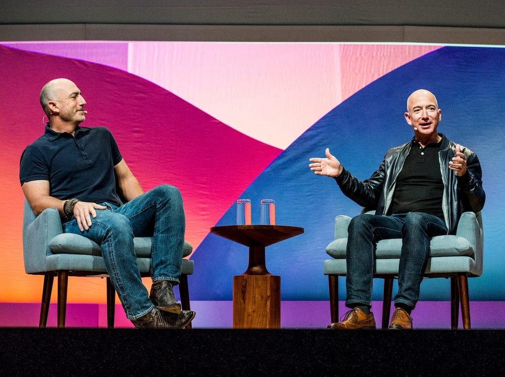 Người em trai sắp cùng Jeff Bezos bay vào không gian là ai? - Ảnh 1.