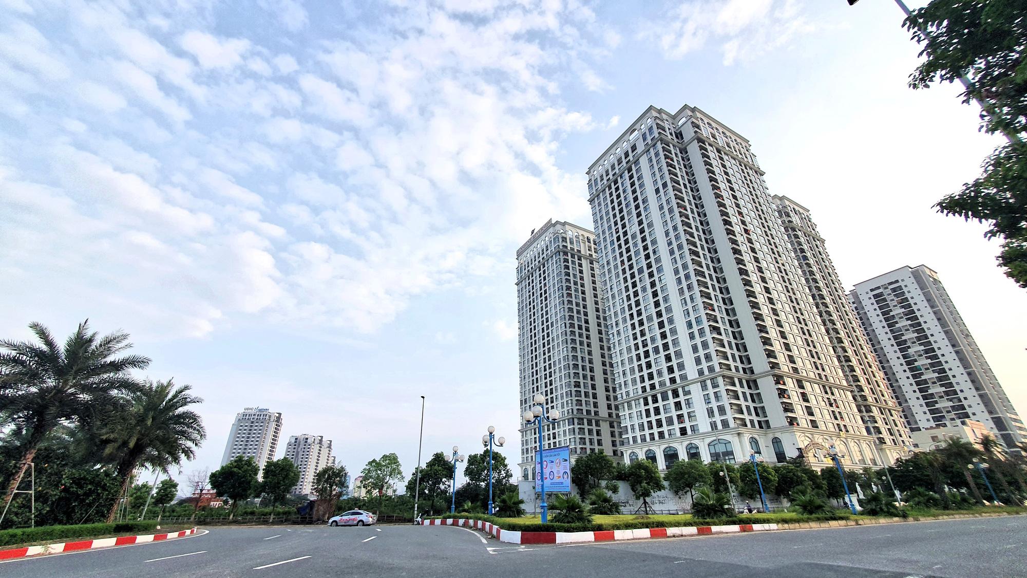 Thị trường căn hộ cho thuê: Dịch chưa qua, thuế đã siết - Ảnh 1.