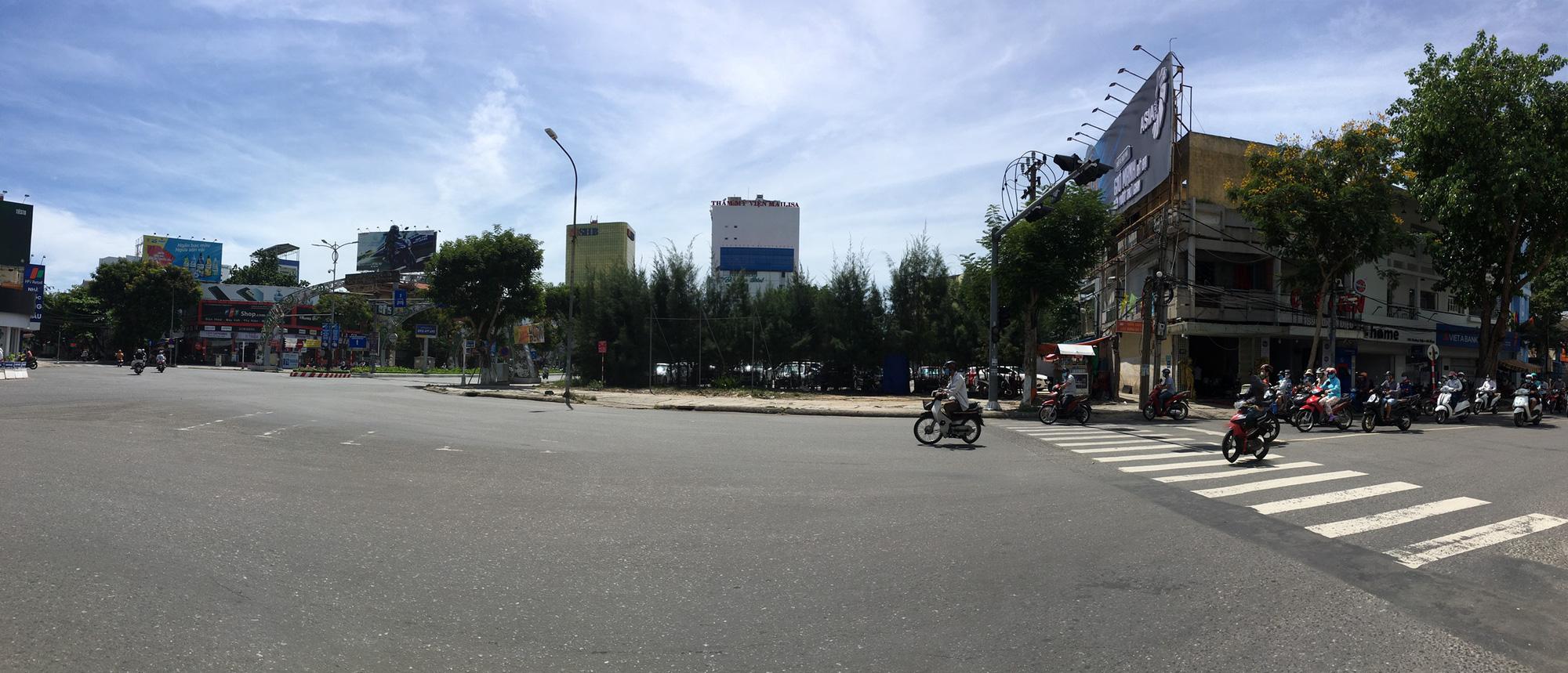 Cận cảnh hai khu đất gần cầu Rồng, Đà Nẵng sẽ đấu giá làm bãi đỗ xe - Ảnh 2.