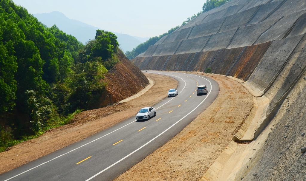 Bộ GTVT loại thẳng tay một công ty xây dựng do không đúng tiến độ gói thầu thành phần cao tốc Bắc Nam - Ảnh 1.