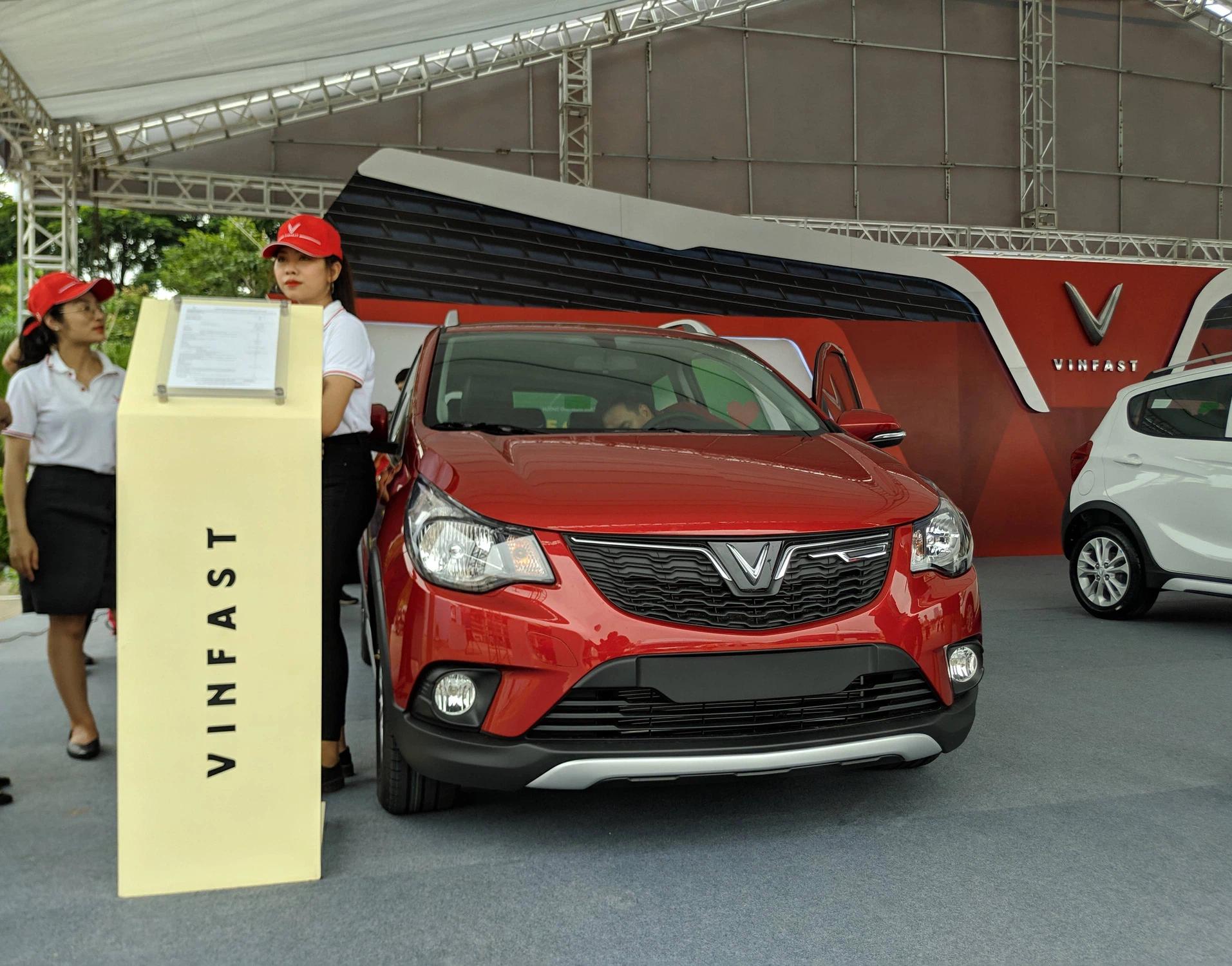 VinFast giảm 80 triệu đồng cho một số dòng xe, cam kết bù 10 triệu đồng cho mỗi tháng khách hàng bị giao xe chậm - Ảnh 1.