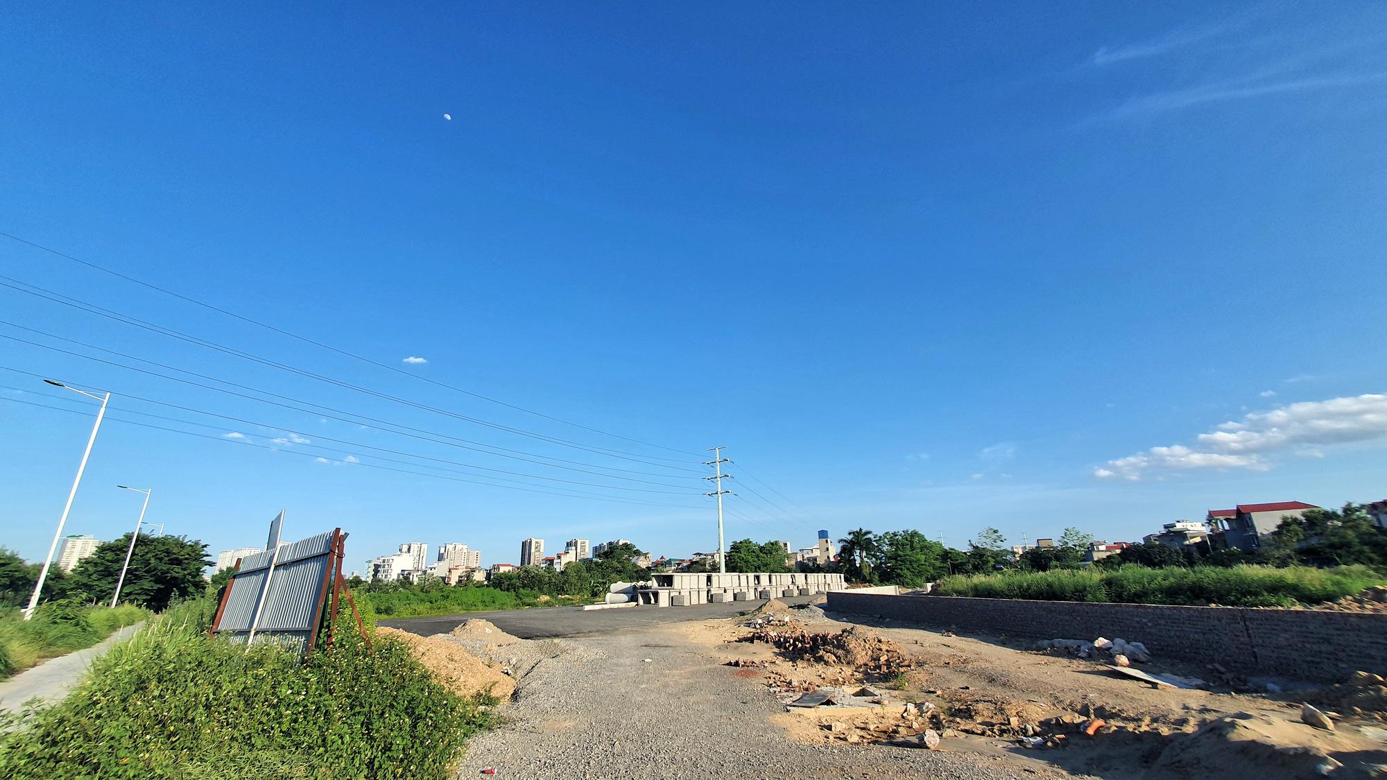 Cận cảnh đường nối KĐT Xuân Phương - Quốc lộ 32 đang mở ở Nam Từ Liêm, Hà Nội - Ảnh 9.