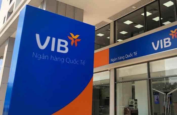 Người nhà phó chủ tịch VIB bán xong hơn 5,7 triệu cổ phiếu ngay trước khi chia cổ phiếu thưởng, ước thu về gần 350 tỷ đồng - Ảnh 1.
