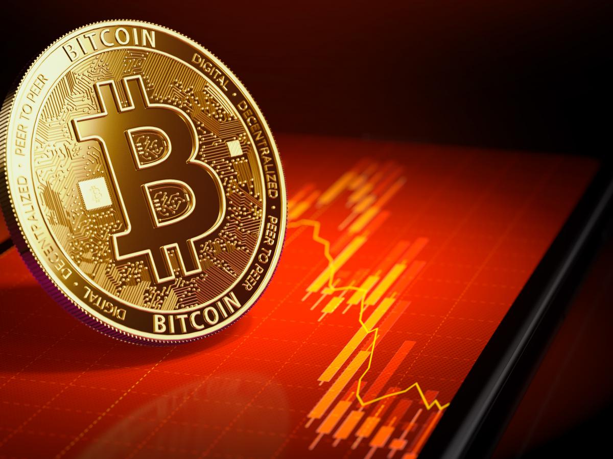 Bitcoin tuột mốc 30.000 USD, vốn hóa thị trường tiền điện tử 'bốc hơi' 200 tỷ USD chỉ trong một ngày - Ảnh 1.