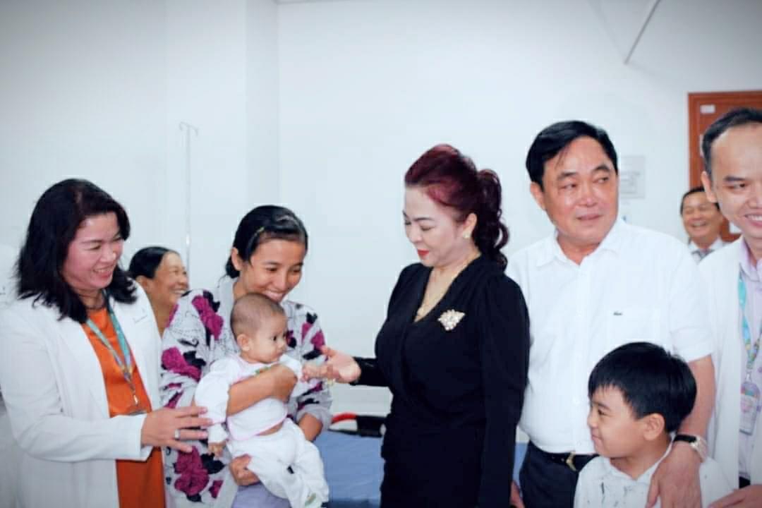 Bà Nguyễn Phương Hằng dừng các hoạt động thiện nguyện từ tháng 10/2021 - Ảnh 2.