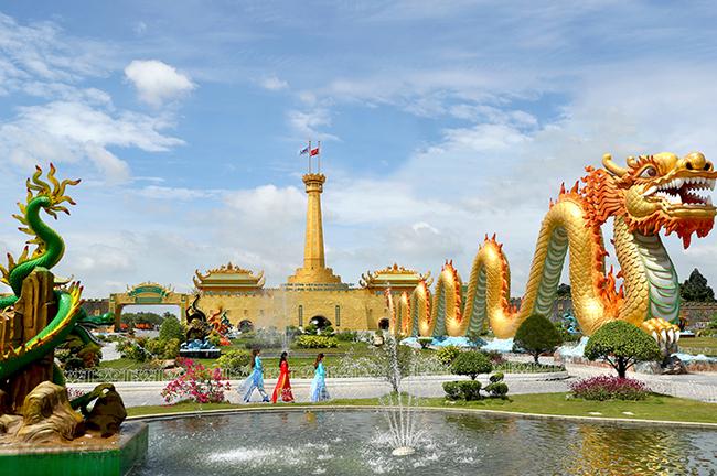 Cận cảnh khu du lịch Đại Nam 6.000 tỷ đồng, lợi nhuận chỉ để làm từ thiện, của vợ chồng bà Nguyễn Phương Hằng - Ảnh 2.