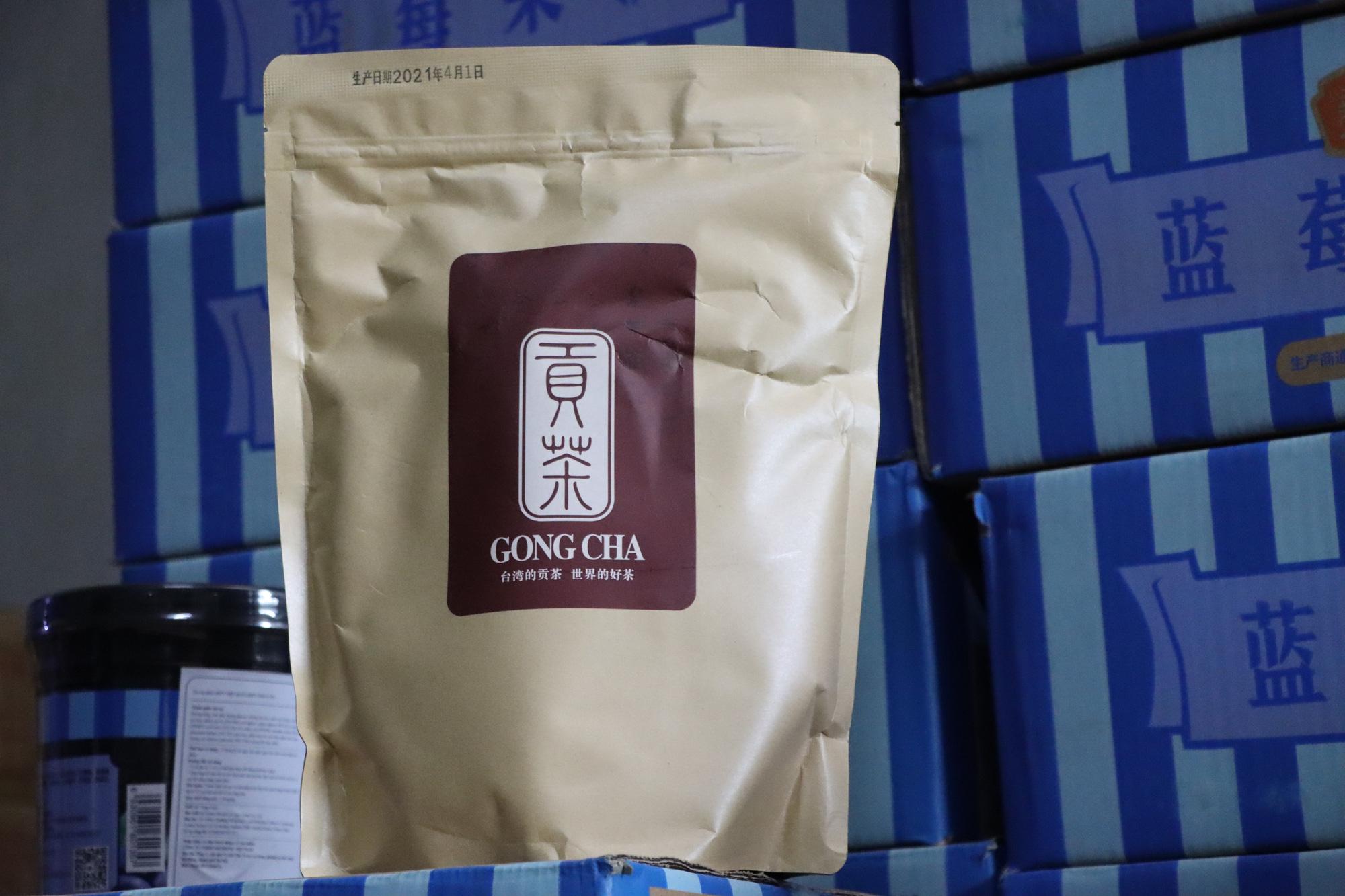 Trà sữa Gong Cha và Royal Tea bị thu giữ hàng tấn nguyên liệu bẩn - Ảnh 1.