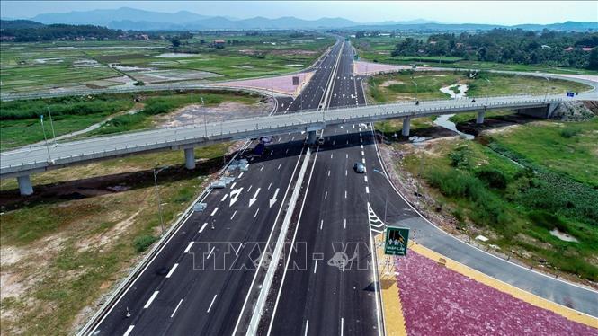 Thủ tướng Phạm Minh Chính: Xác định rõ nhu cầu đầu tư đường cao tốc, có bước đi phù hợp - Ảnh 1.