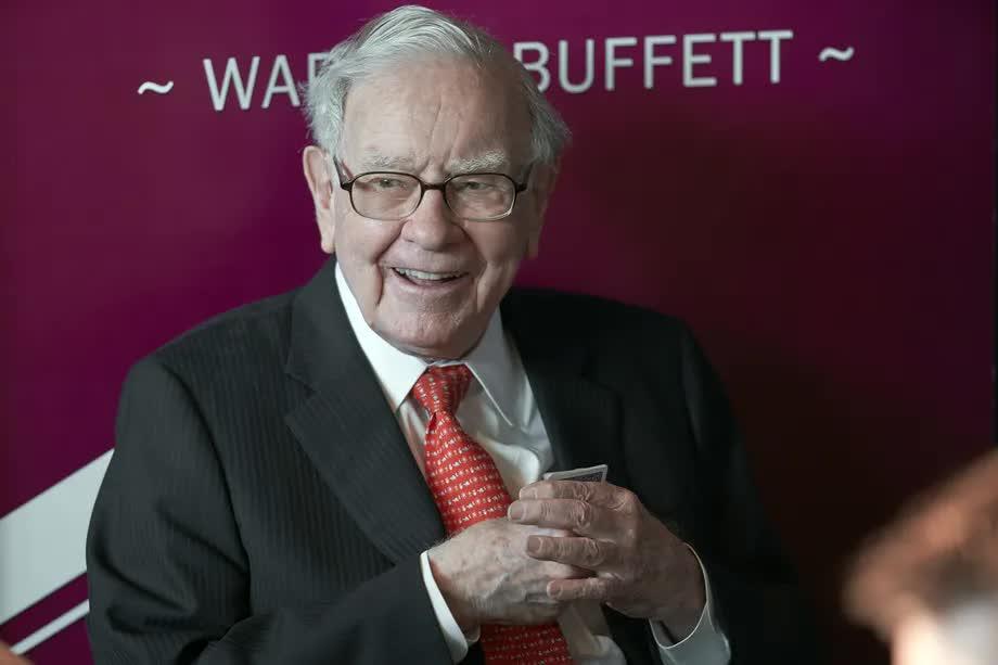 Đầu tư khác gì đánh bạc? Huyền thoại Warren Buffett, Peter Lynch, Jamie Dimon có sẵn câu trả lời - Ảnh 2.