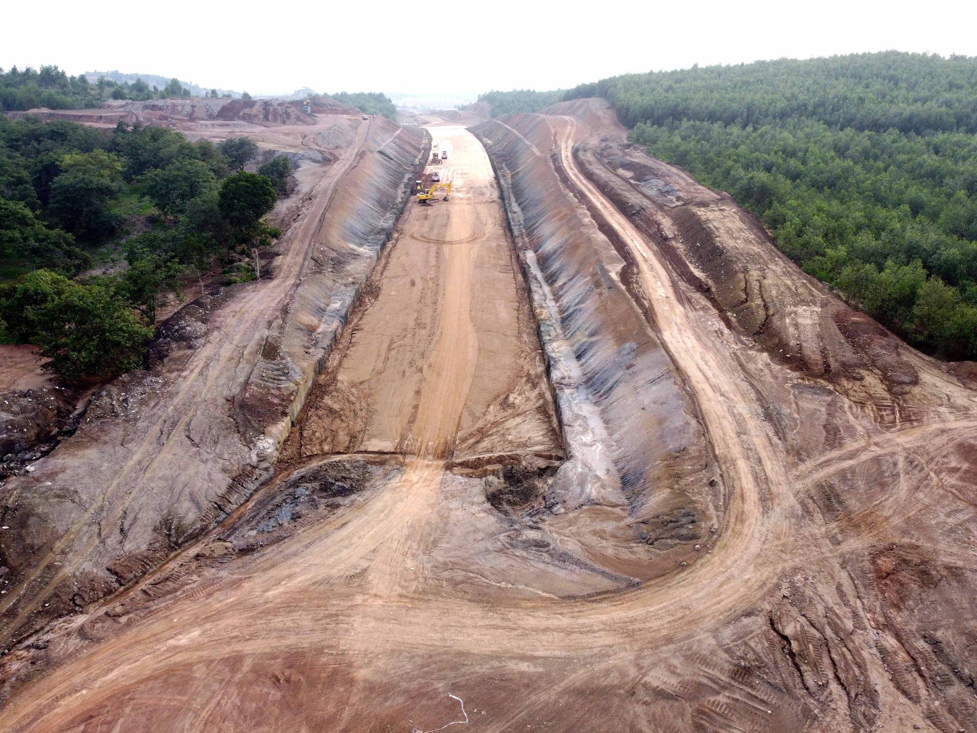 Cao tốc Phan Thiết - Dầu Giây dần lộ diện sau hơn 8 tháng thi công - Ảnh 3.