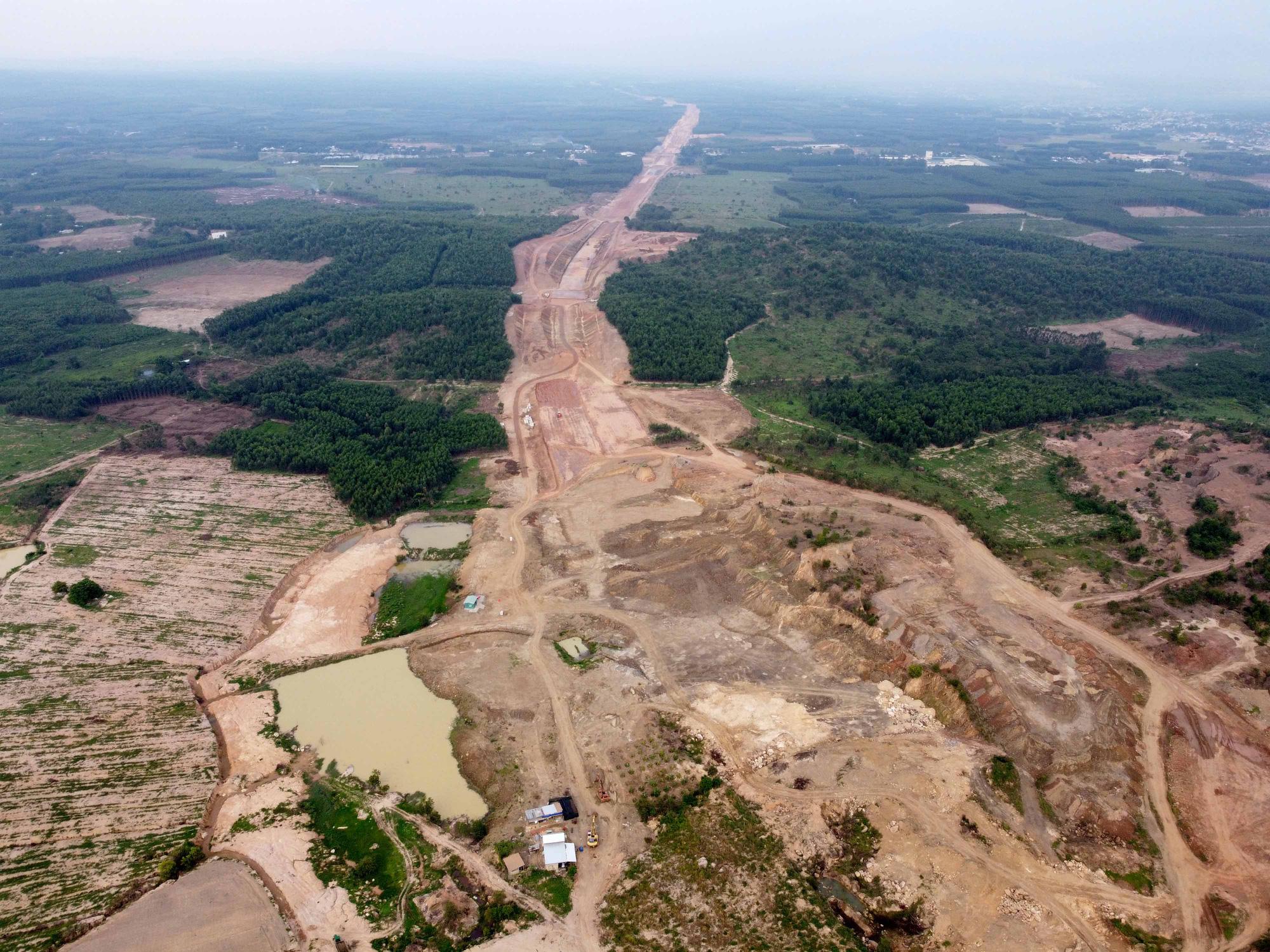 Cao tốc Phan Thiết - Dầu Giây dần lộ diện sau hơn 8 tháng thi công - Ảnh 4.