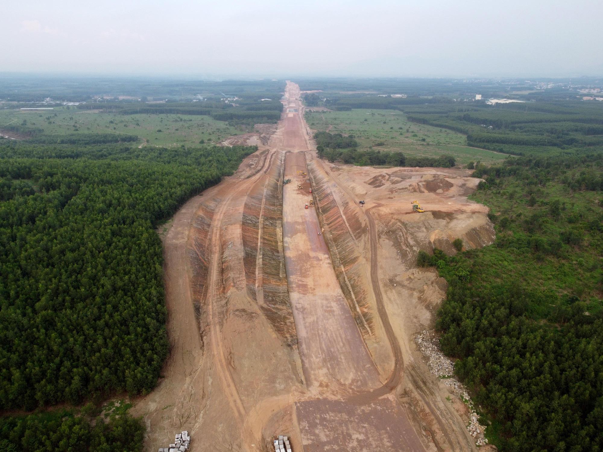 Cao tốc Phan Thiết - Dầu Giây dần lộ diện sau hơn 8 tháng thi công - Ảnh 6.
