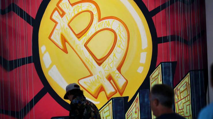 Mỹ thu hồi 2,3 triệu USD bitcoin trả cho tin tặc, giá bitcoin cắm đầu - Ảnh 1.