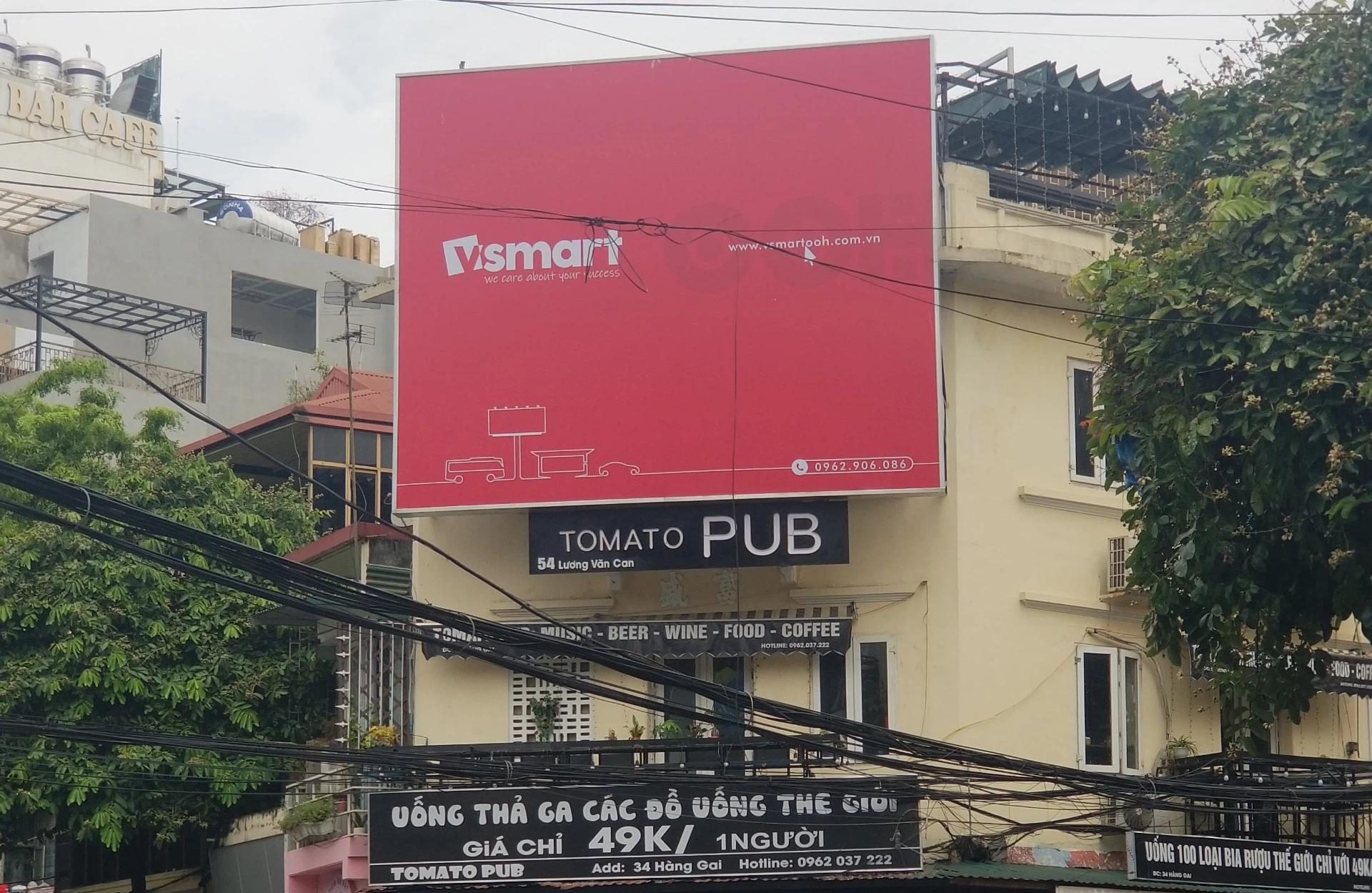 Xuất hiện biển quảng cáo có nét tương đồng với thương hiệu smartphone VSmart ở trên đường phố thủ đô - Ảnh 2.