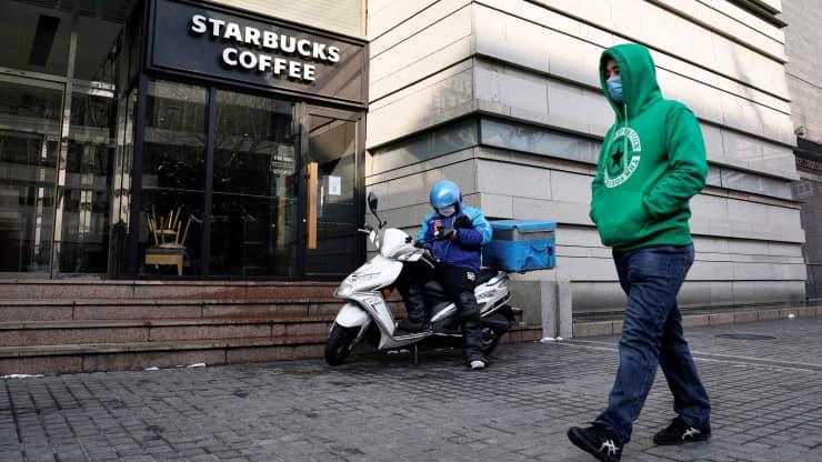 Sự vươn lên của các đối thủ nội địa đe dọa vị thế dẫn đầu của Starbucks tại Trung Quốc - Ảnh 1.