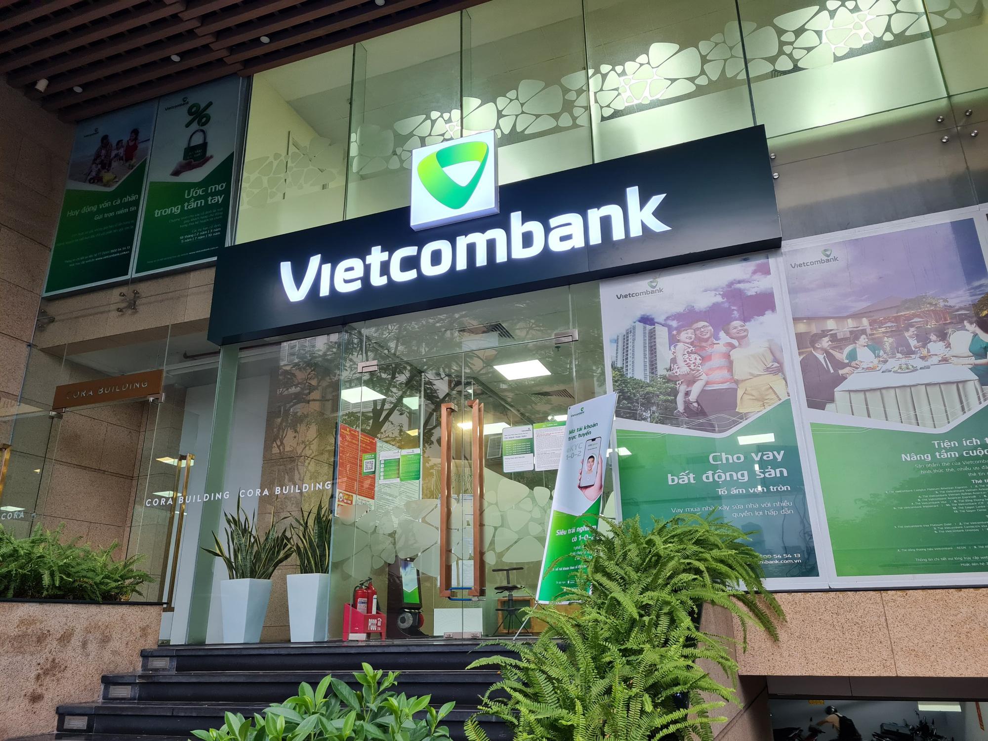 Vietcombank, MB, TPBank... đồng loạt hạ lãi suất cho vay, giảm nhiều nhất 4%/năm - Ảnh 1.