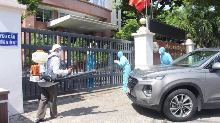 60 cán bộ Ngân hàng Nhà nước chi nhánh Đà Nẵng cách ly tại nơi làm việc do có đồng nghiệp nhiễm COVID-19 - Ảnh 1.