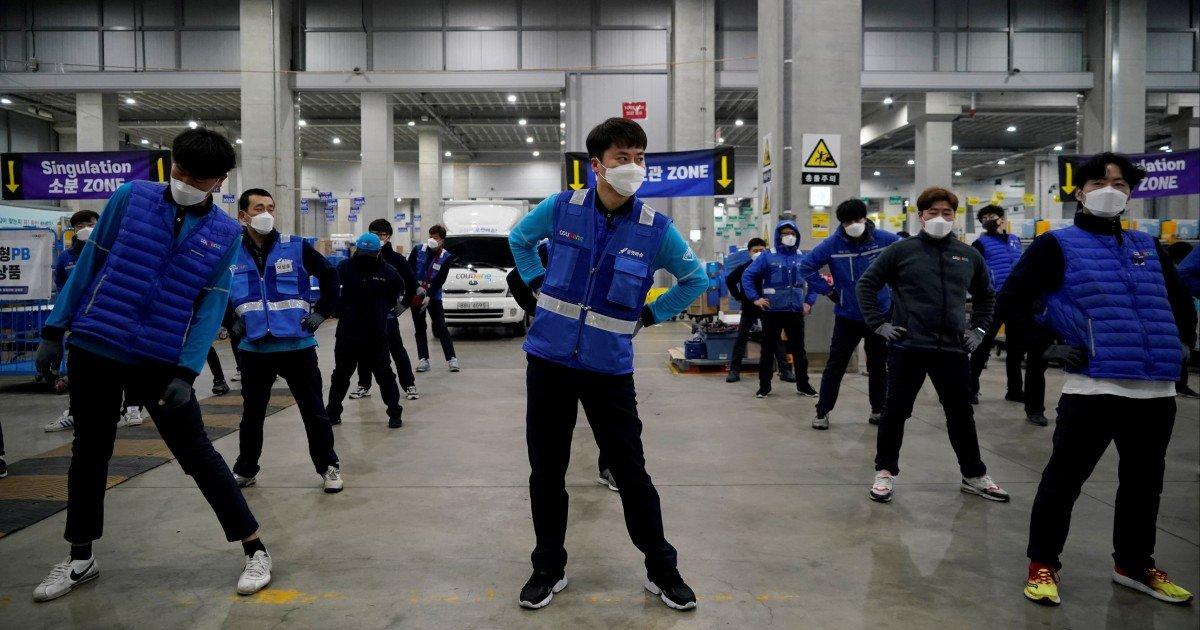Đằng sau thành công của 'Amazon Hàn Quốc', nơi công nhân bị coi như tay chân của AI - Ảnh 3.
