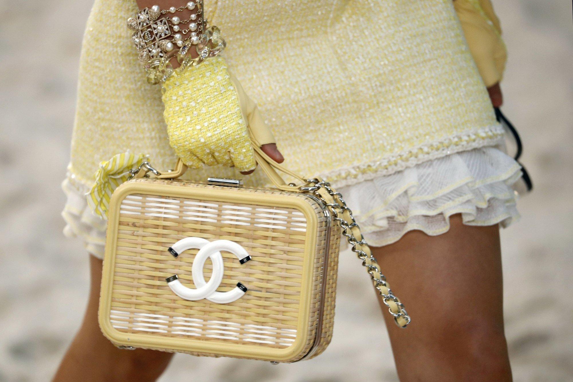 Gen Z không còn hứng thú với những món hàng xa xỉ - Sự chấm hết của Gucci, Louis Vuitton và Chanel? - Ảnh 2.