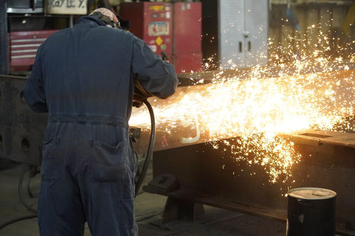 Ngành công nghiệp thép đang rệu rã bỗng hồi sinh nhờ giá thép cao kỷ lục - Ảnh 2.