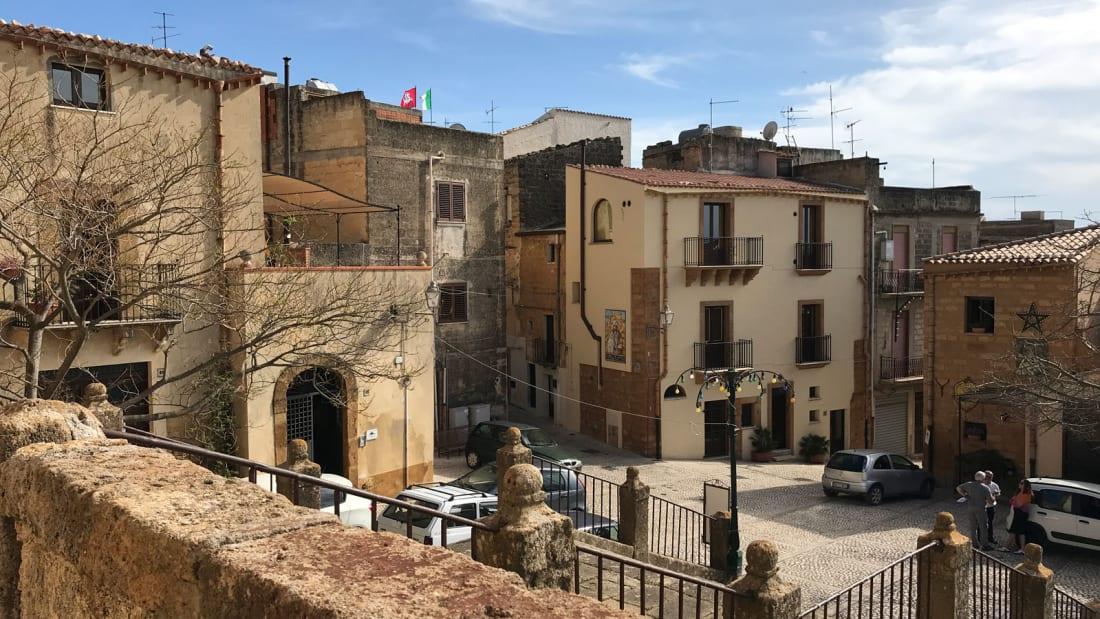 Thị trấn Italy 'sale sập sàn', mua nhà ưu đãi chỉ 54 nghìn đồng - Ảnh 1.
