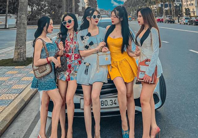 """Điểm mặt những dòng xe thường xuất hiện cùng các """"hot girl, hot boy tài chính"""": Mercedes phổ biến, có cả mẫu sedan hạng sang của Porsche - Ảnh 1."""