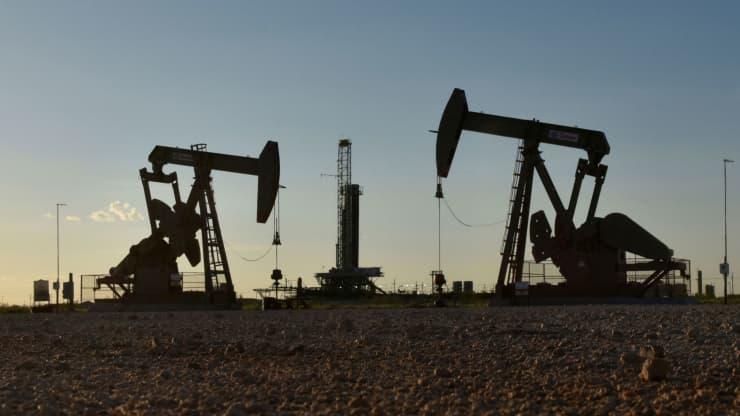 Tại sao Goldman Sachs 'bình chân như vại' mặc giá dầu quay đầu giảm? - Ảnh 1.