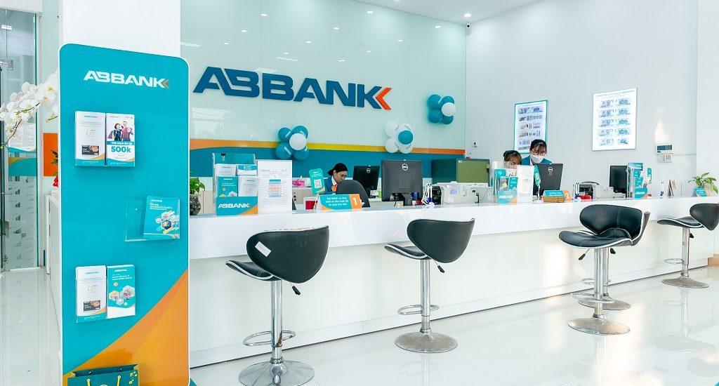 ABBank tăng trưởng lợi nhuận 182% trong quý II, thu ngoài lãi tăng đột biến - Ảnh 1.