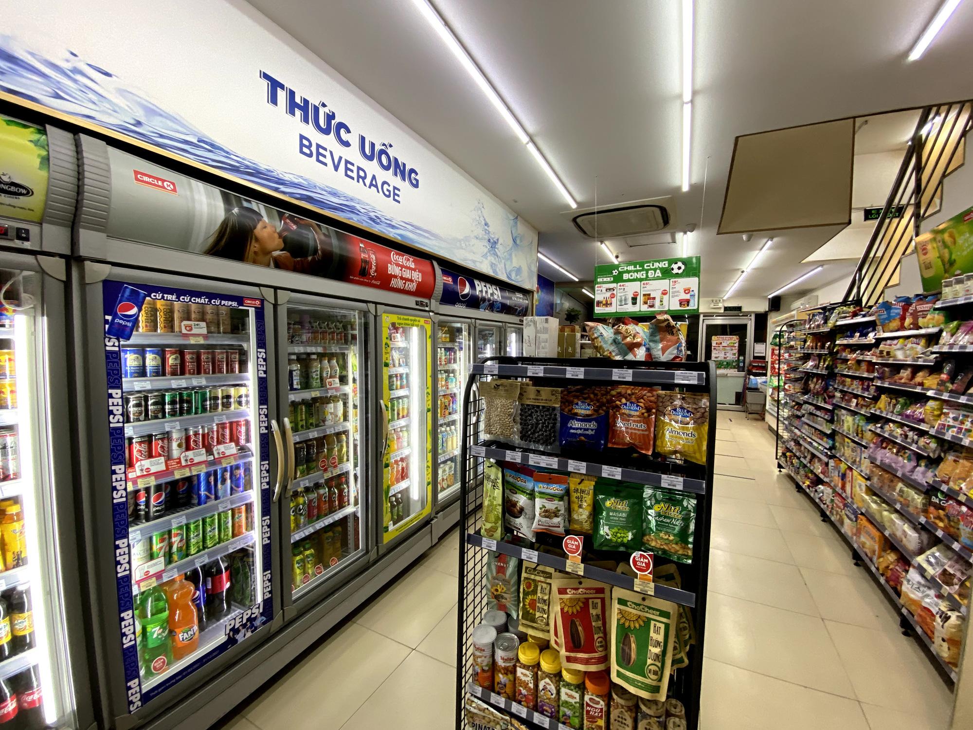 Hà Nội đảm bảo đủ nguồn cung hàng hóa thiết yếu, tăng cường bán hàng online - Ảnh 1.