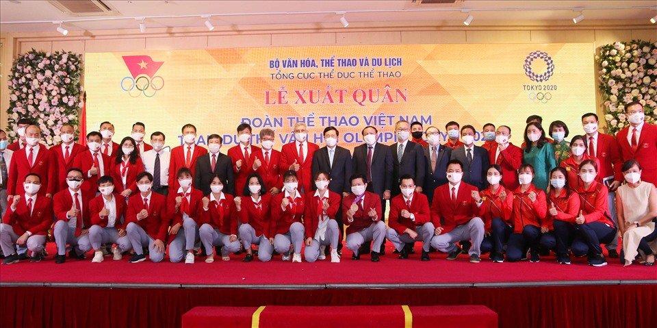 Vận động viên Việt Nam nhận phần quà điện thoại Samsung A21 từ ban tổ chức Olympic Tokyo 2020 - Ảnh 1.