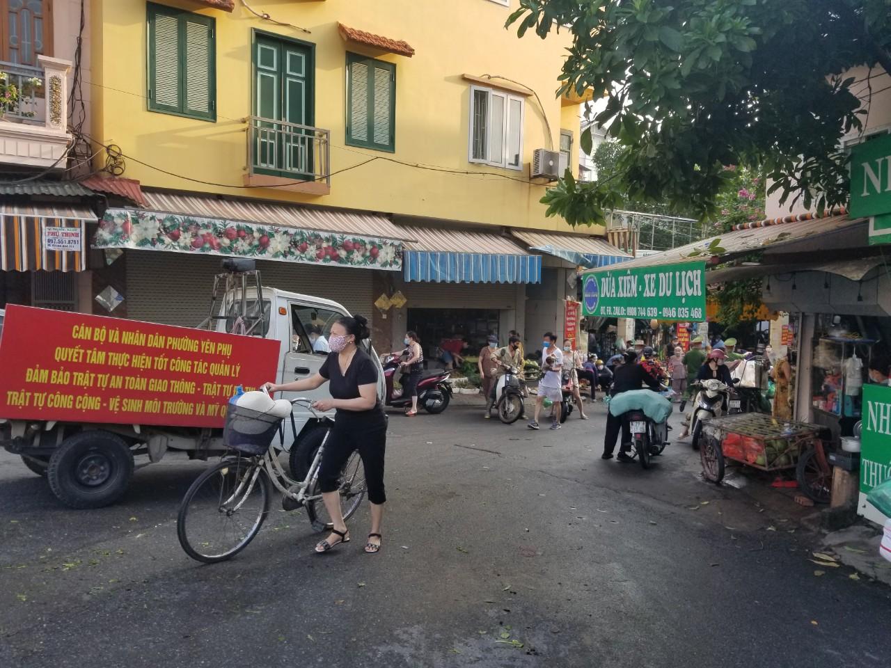 Dân Hà Nội đi chợ kiểu: 'Chị chả cần tích trữ, ngày nào chị cũng đi chợ' - Ảnh 4.