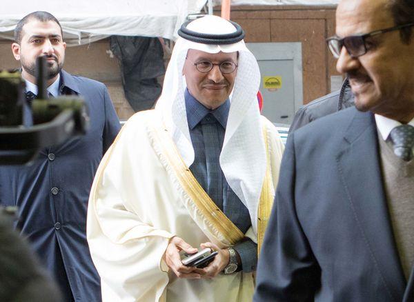 Với kinh nghiệm lèo lái thị trường hơn 35 năm, Hoàng tử Arab Saudi quyết làm giàu bằng 'vàng đen' đến cùng - Ảnh 1.