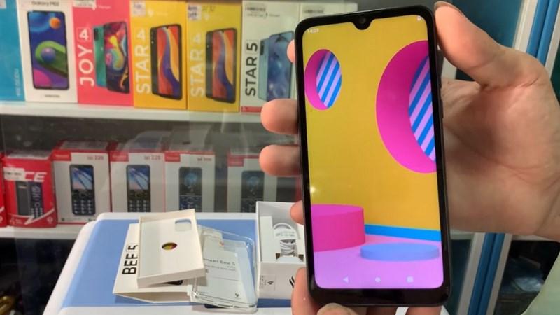 Xuất hiện mẫu điện thoại bí ẩn sau hai tháng tuyên bố rút khỏi mảng smartphone của Vsmart - Ảnh 2.