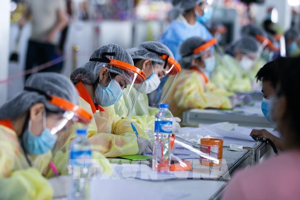 WB, COVAX công bố kế hoạch tăng tốc cung cấp vắc xin ngừa COVID-19 - Ảnh 1.